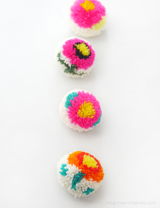 Flower Pompoms with a DIY Pompom Maker - Tutorial