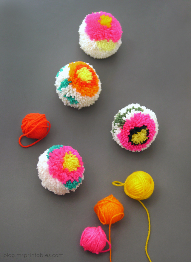 How to make flower pompoms with a DIY pompom maker