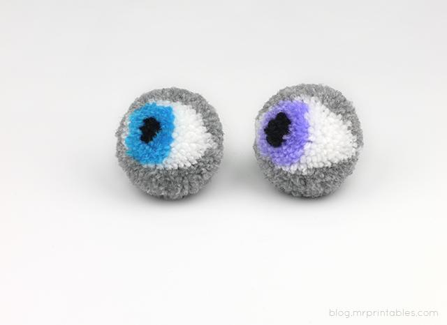 Halloween pompoms tutorial - eye pompoms