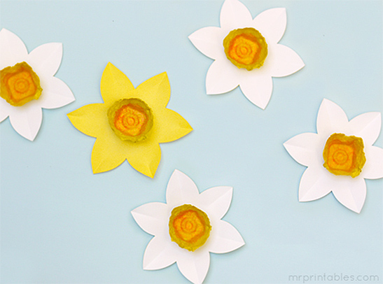 Egg carton daffodils mr printables for Template of a daffodil